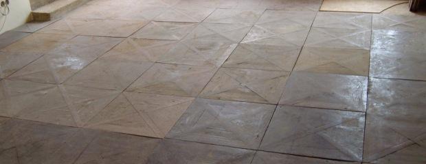 renovace podlahy vchod Lysolaje - před