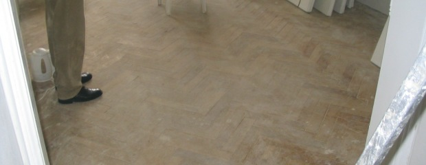 renovace podlah - pokoj Nusle - před